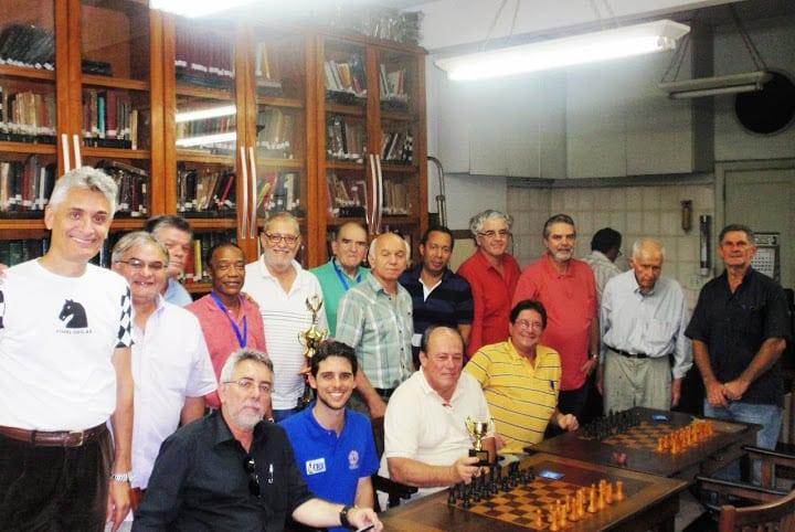 O Clube de Xadrez Guanabara quase lotou com os participantes do campeonato