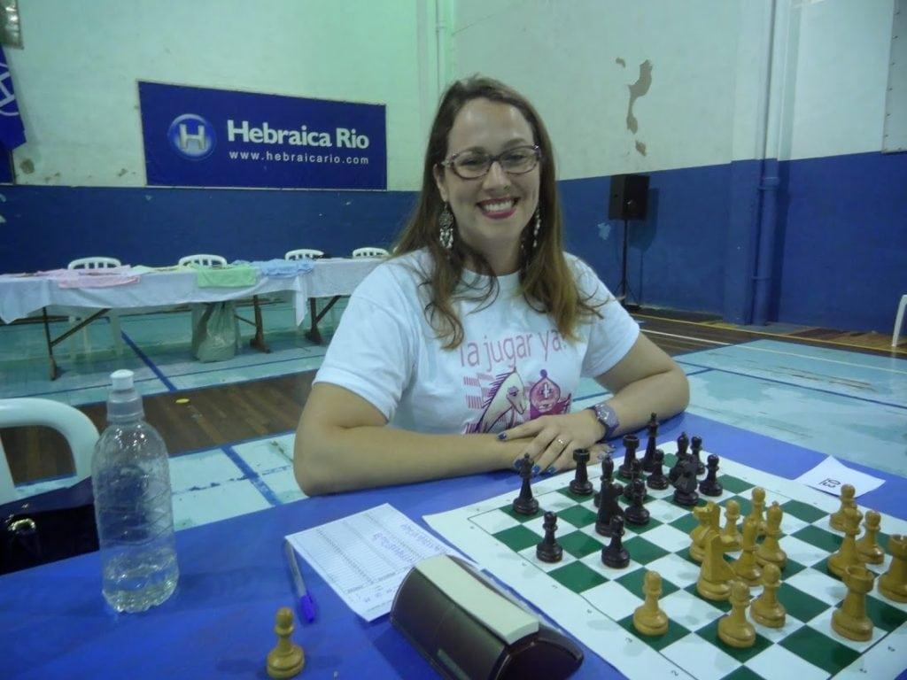 """A estafusiante Ellen Giese fez quatro pontos, ficou em undécimo lugar e classificou-se para o Campeonato Estadual Classe """"A""""."""