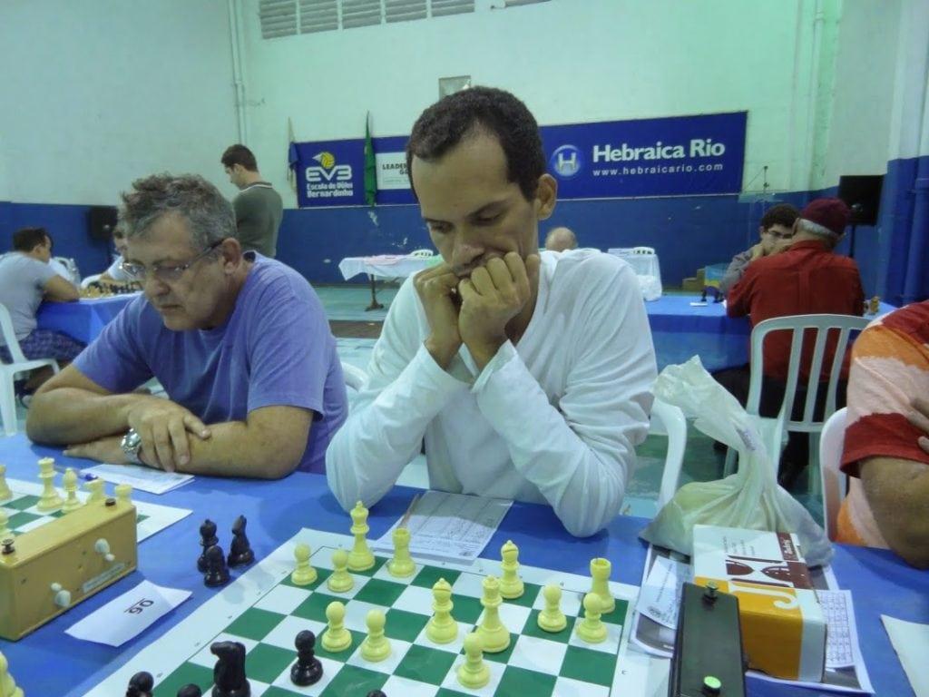O grande campeão, Clóvis Viana, do Clube de Xadrez Guanabara