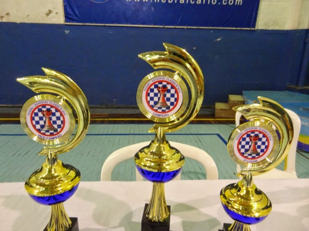 Os troféus que os campões levaram para casa
