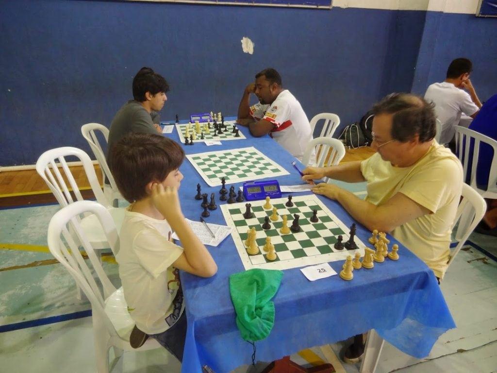 Herman enfrentando o infante Pedro Gomes (CMUN) e Fred jogando contra Cleiton de Paulo (ADUX)