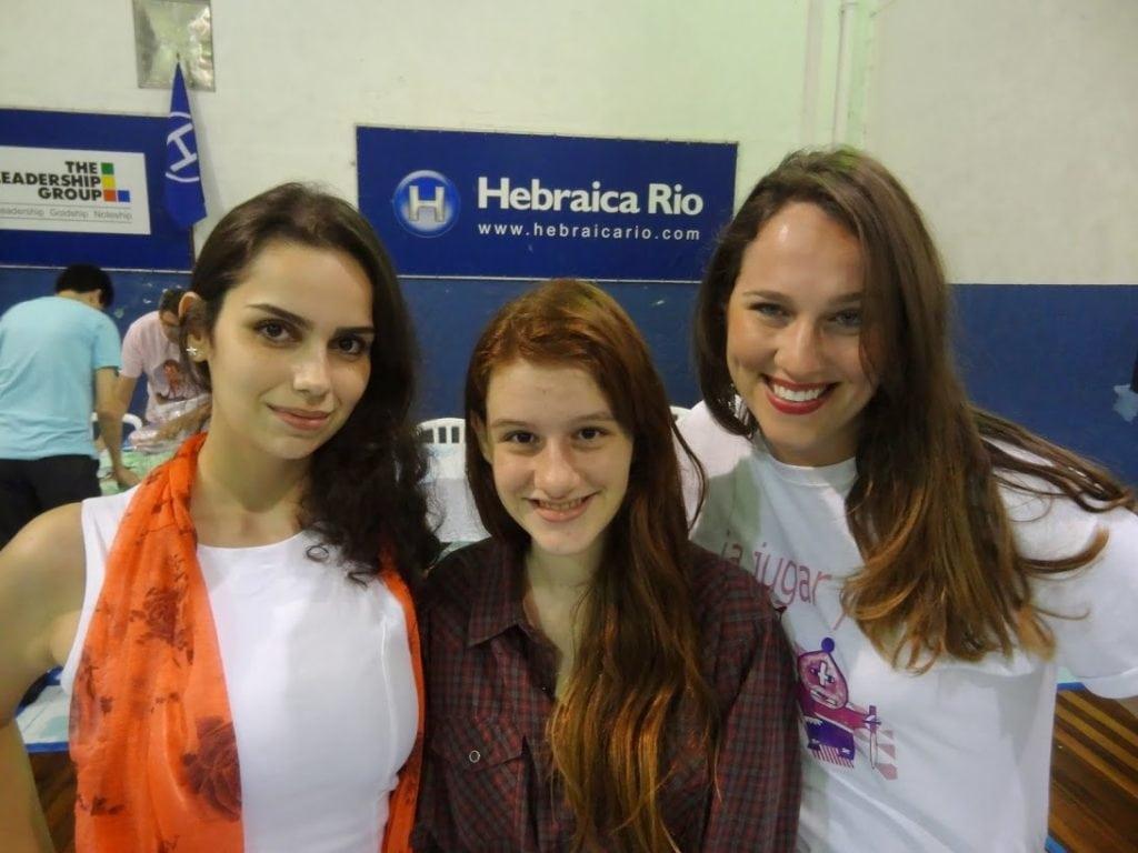 As não menos estafusiantes Karina Abrahin (TTC) e Clarisse Monnerat (CXTR), junto com Ellen Giese