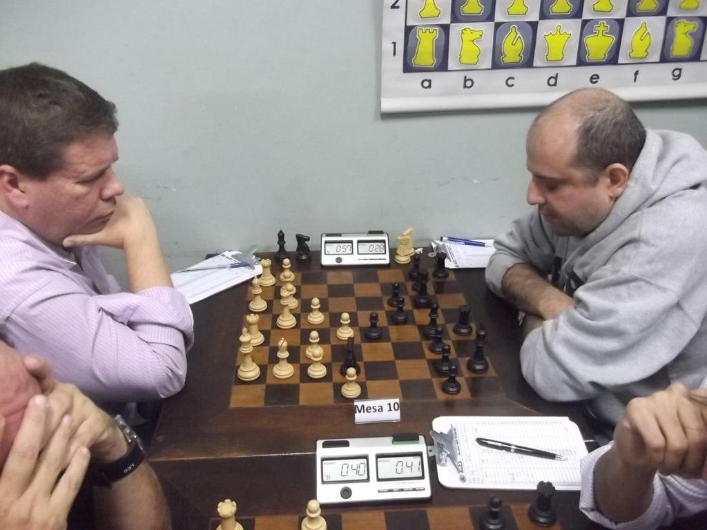 Na mesa 10, em um clássico do Clube Municipal, Roger Broch venceu José Mauro
