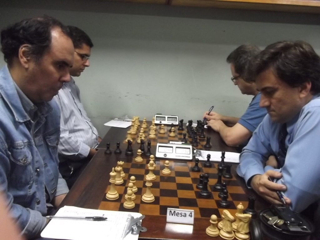Na mesa 4, David Rabello, da Hebráica, perdeu do alexano José Blanco