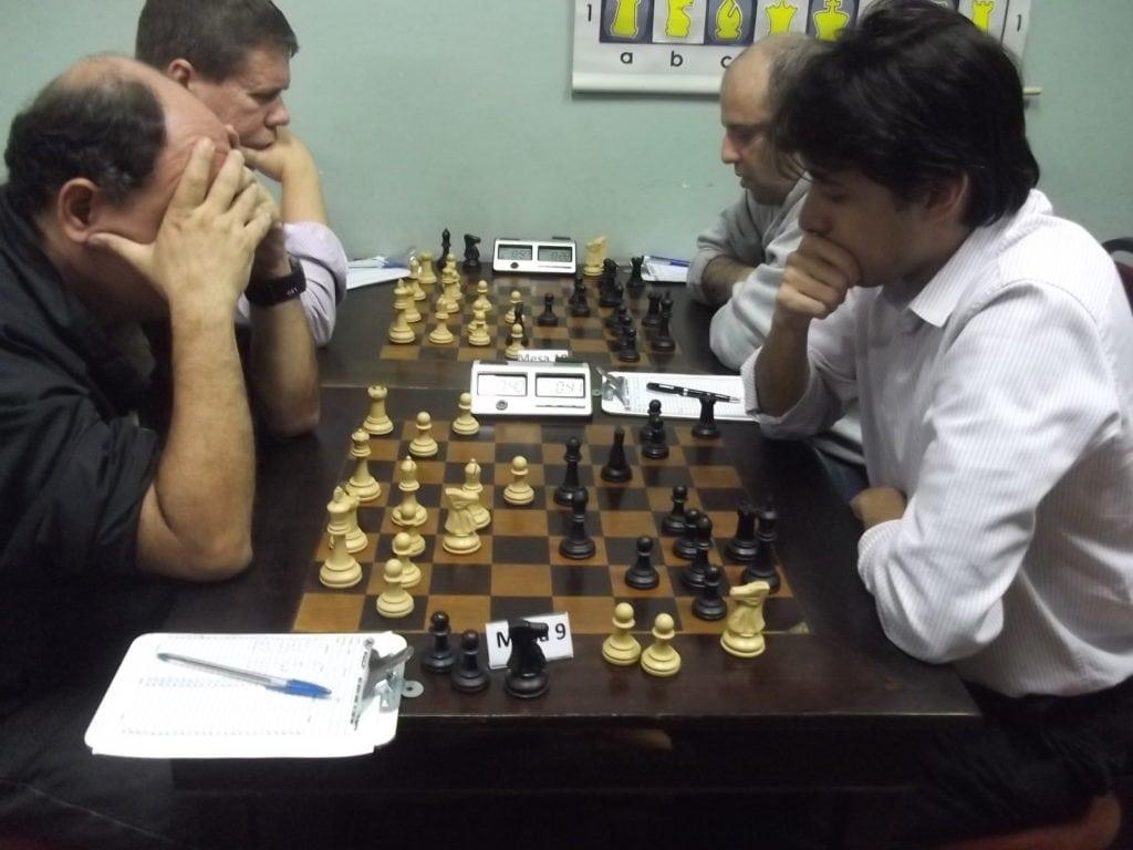 Na mesa 9, em mais um confronto alexano, Albino Simões perdeu de Frederido Argolo