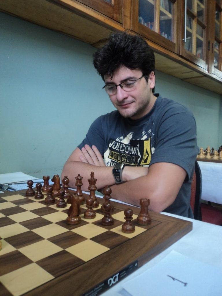 Pedro Paiva, campeão do Rio de Janeiro de Inverno, começando uma partida que foi divulgada online