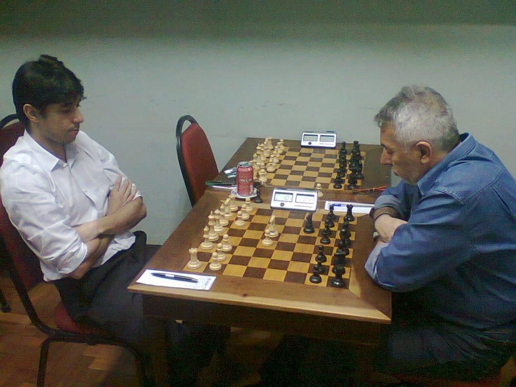 Frederico Argolo enfrenta Marcos Diaz em partida adiada pela quarta rodada.