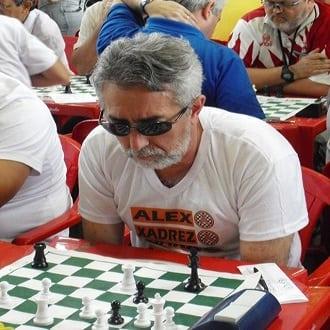 O alexano Marcos Dias concentrado em uma partida