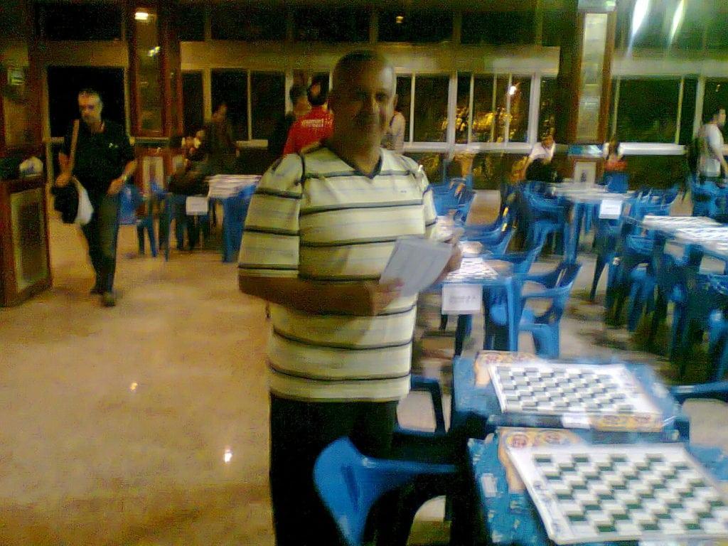 Claide Barros deu uma ajuda à organização, distribuindo as planilhas da terceira rodada.