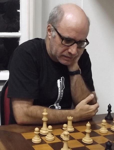 """- Minha dama está toda pimpona em """"g4"""" mas a dama dele defende tudo em """"f6""""..."""