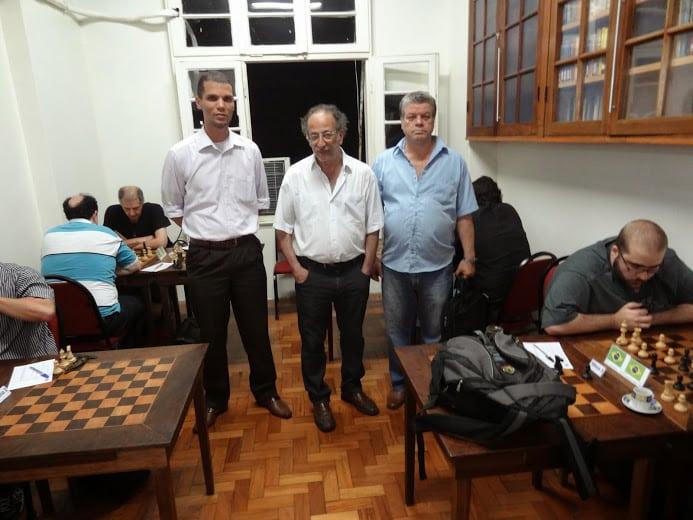 Kemper, Juarez Lima e Sérgio Murilo posam para a posteridade em foto típica. À frente, Werner se aplica contra outro brasileiro.