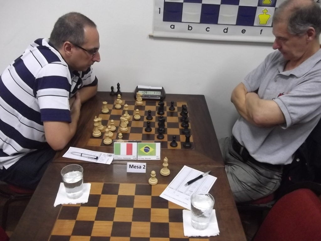 Na mesa 2 o italiano carioca Raimondo Bottari perdeu para Eduardo Limp