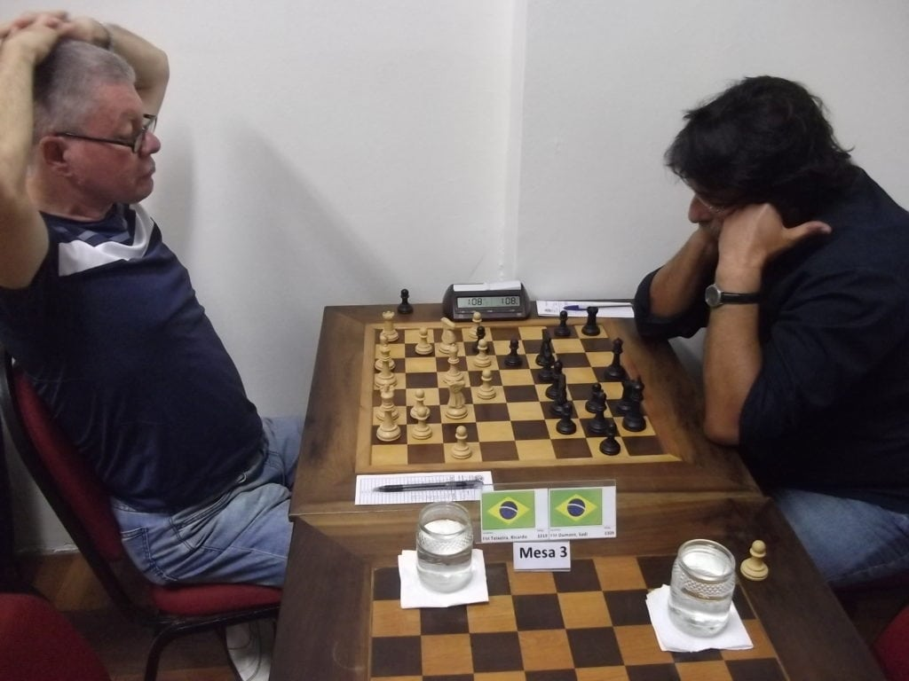 "Na mesa 3, no ""clássico carioca"" Ricardo Teixeira perdeu para Sadi Dumont"