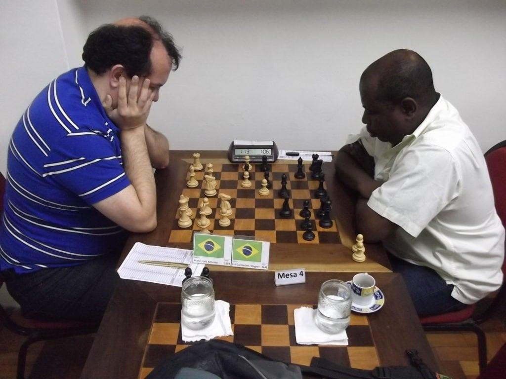 Na mesa 4, Luís Manzi, do CXG venceu Wagner Peixoto, outra recente aquisição do CXRJ