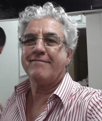 Numa sélfie, Álvaro Frota, organizador, árbitro e fotógrafo da prova comprova que é possível ser feliz organizando Xadrez!