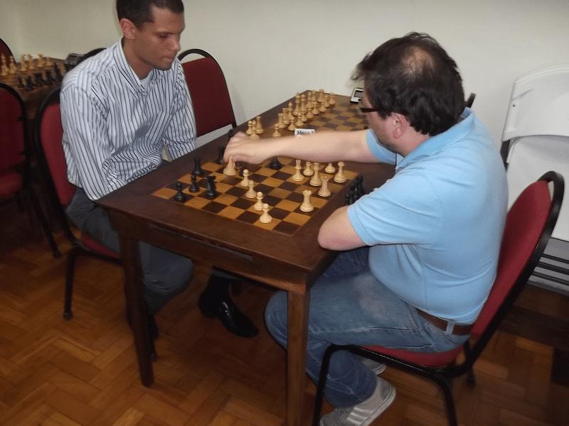 Marcelo Einhorn (Hebraica) enfrenta André Kemper (Clube Municipal)