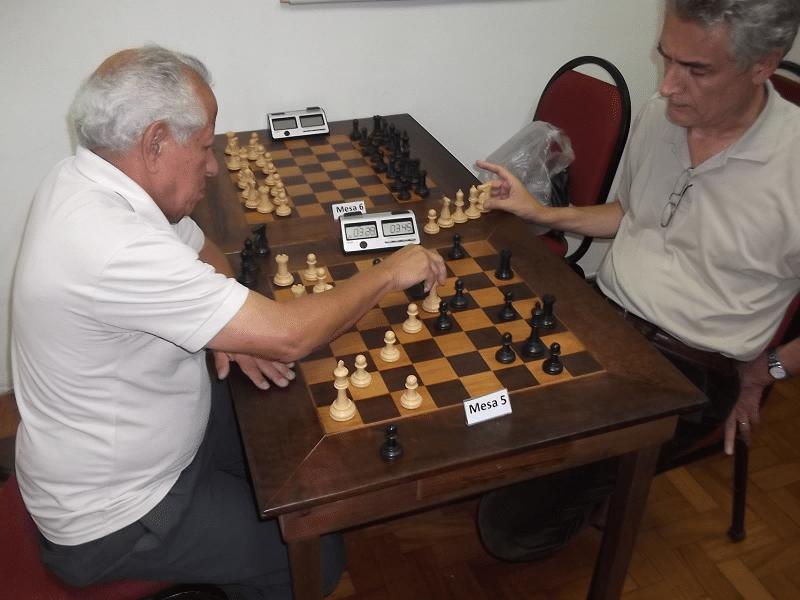 Rafael Pires (Associação Atlética Banco do Brasil) enfrenta Alberto Mascarenhas (ALEX)