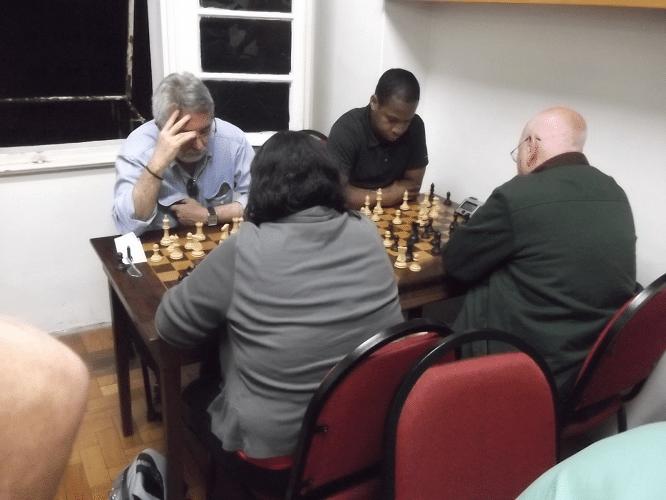 Marcos Diaz e o angolano António Pinheiro enfrentando, respectivamente, Marcela Dias e Irahy Carvalho, ambos de costas
