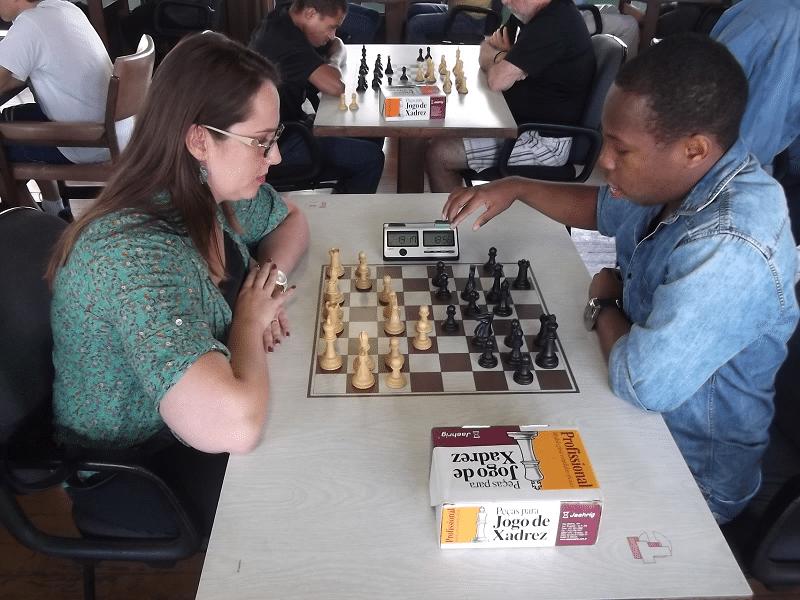 Confontro Alexano no segundo tabuleiro: Ellen Giese (equipe 1) vs António Pinheiro (equipe 2)