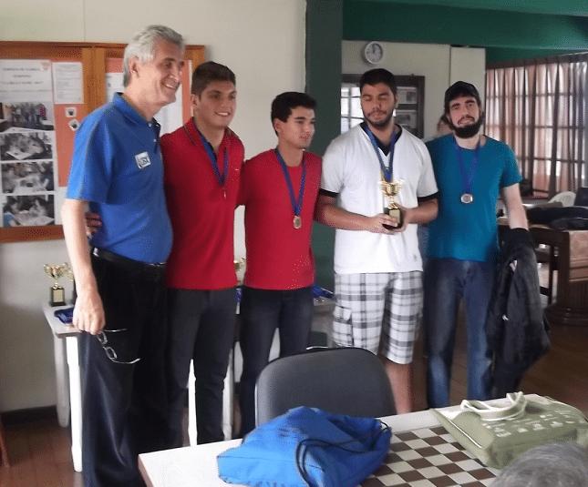 A equipe Especial do Clube de Xadrez de Petrópolis foi Campeã dos torneios Blitz e Rápido