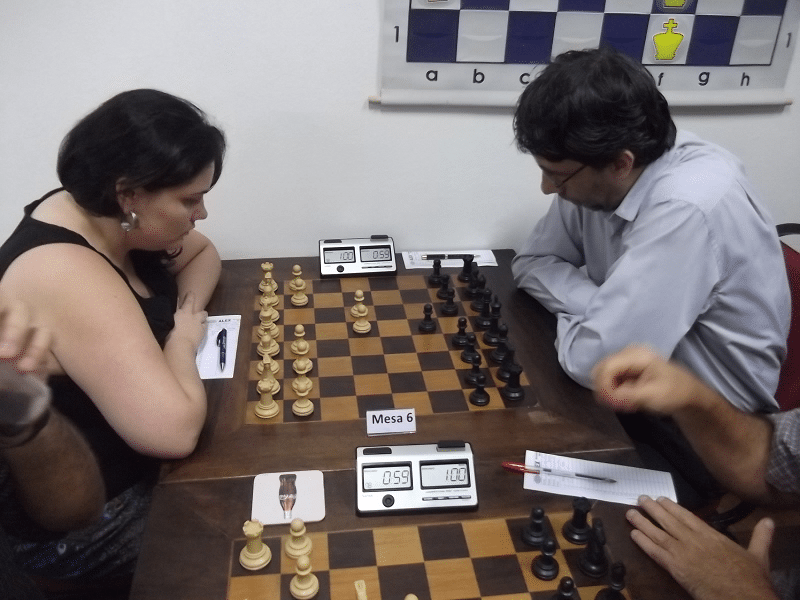 N mesa 6, Marcela Dias enfrentando Carlos Fontes, ambos da ALEX