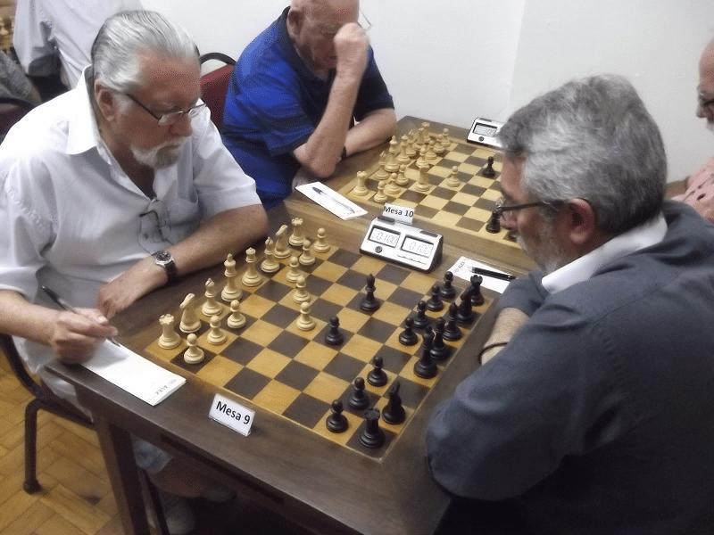 Na mesa 9, Fortunato Garcia (Associação Atlética Banco do Brasil) enfrentando Marcos Dias (ALEX)