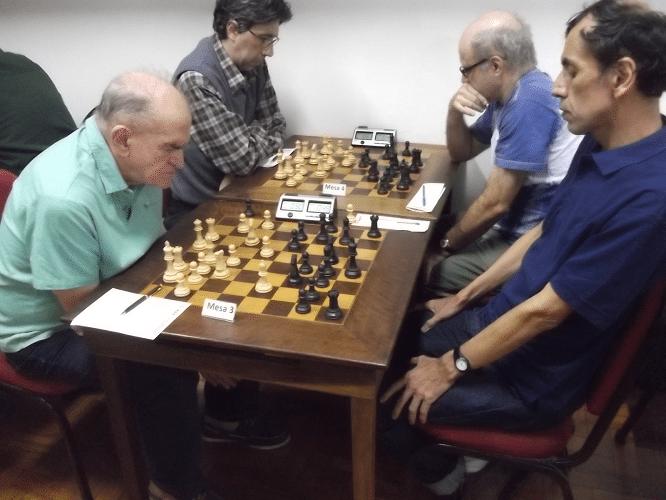 O comandante Carlos Rolim enfrenta o peruano Luís Chauca enquanto o Mestre FIDE Carlos Fonte enfrenta Carlos Mesquita.