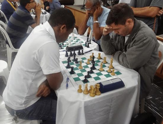 """António Pinheiro em sua luta para conquistar o Campeonato Classe """"B""""."""