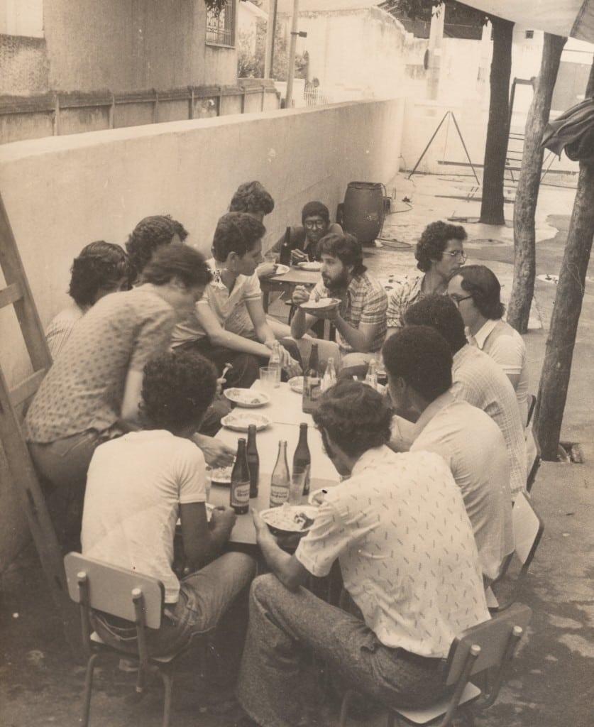 Foto 2 - 1977 - Outra visão do mesmo churrasco.