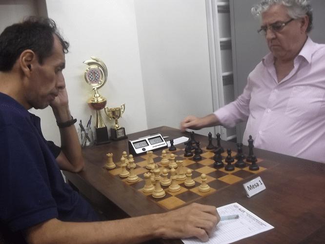 ... uma tensa partida contra Álvaro Frota (ALEX - 2035), acabando por perder para seu maior adversário, o relógio (!)