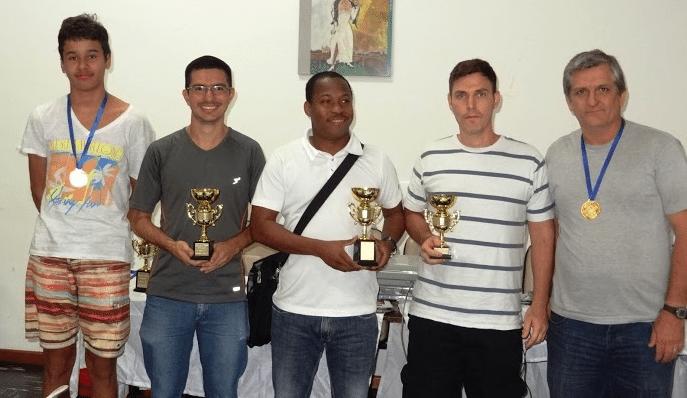 """O pódium do Popular Classe """"B"""": Davi Morant (quarto lugar), Tiago Soares (segundo lugar), o Campeão António Pinheiro, Claudio Henrique (terceiro lugar) e Willy Petrenko (quinto lugar)"""
