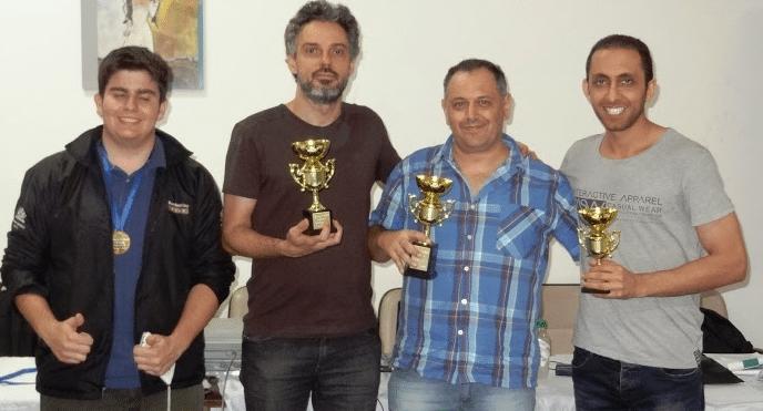 """O pódium do Popular Classe """"A"""": Pedro Lucas (quinto lugar), Tadeu Souza Santos (vice-Campeão), Luís Rodi (Campeão) e Ali Hesamedini (terceiro lugar). Em quarto lugar ficou Hilton Rios, que não está na foto."""