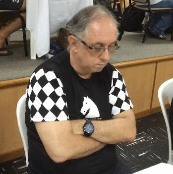 Como pôde o vovô Paulo Cabral ter deixado as netas gêmeas sossegadas por alguns instantes e ir jogar Xadrez?