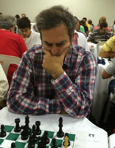 Paulo Moses Fucs fazendo sua tradicional cara de mau.