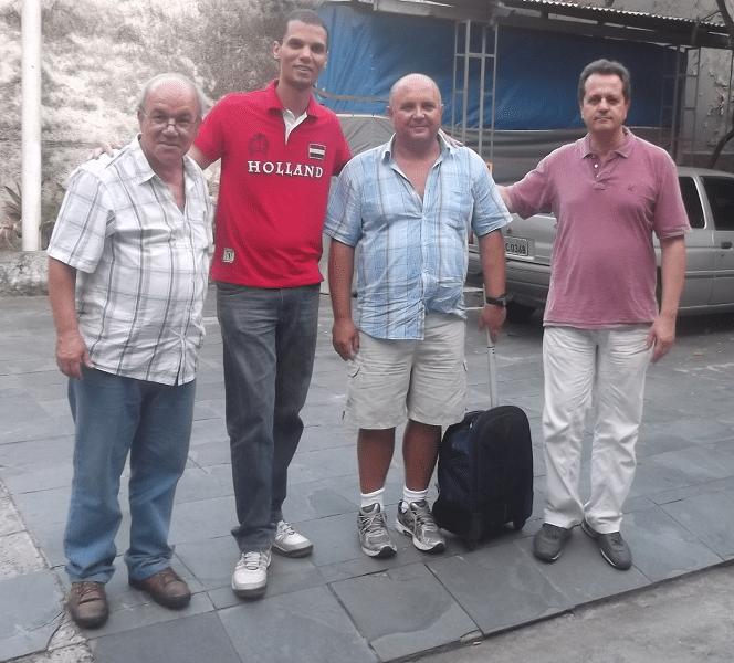 Da esquerda para a direita, os organizadores Selmo Bastos e André Kemper ao lado de Tarcísio Dantas e Fernando Madeu