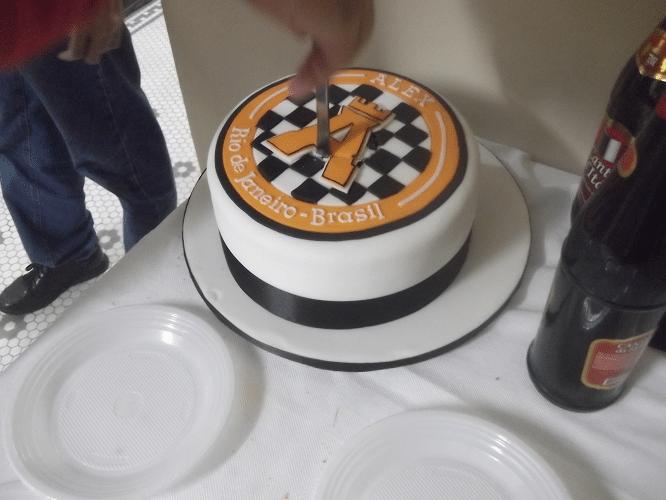 Demorou para vir a coragem de partir o bolo