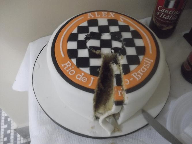 Partiu o coração ver partido o bolo tão bonito...