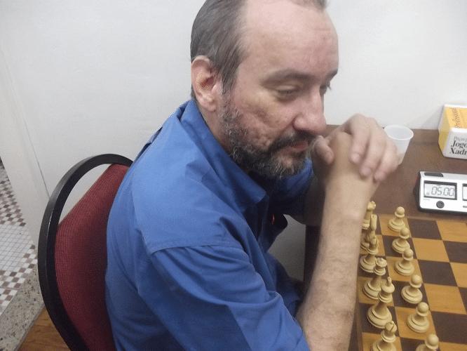 Hilton Rios ficou na dúvida se jogava um bom Xadrez ou se lutava pelo melhor vinho.