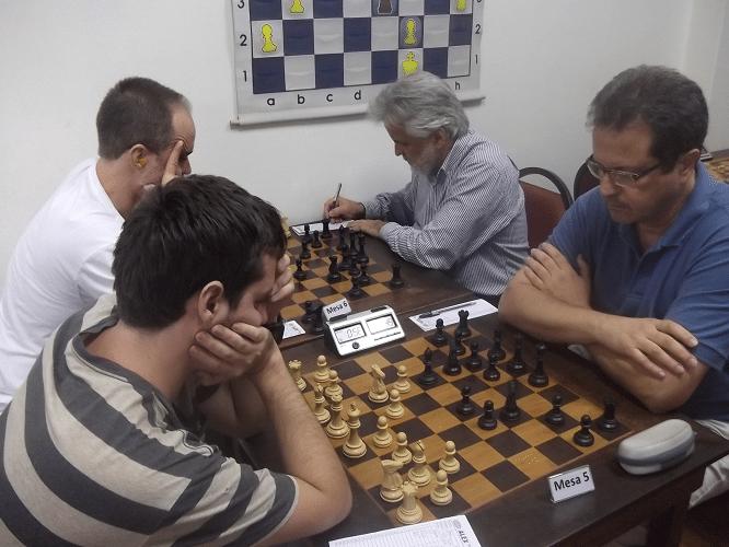 As partidas Nicolau Santos vs Luiz Alberto da Luz e  Léo Ramos Simões vs Fernando Madeu