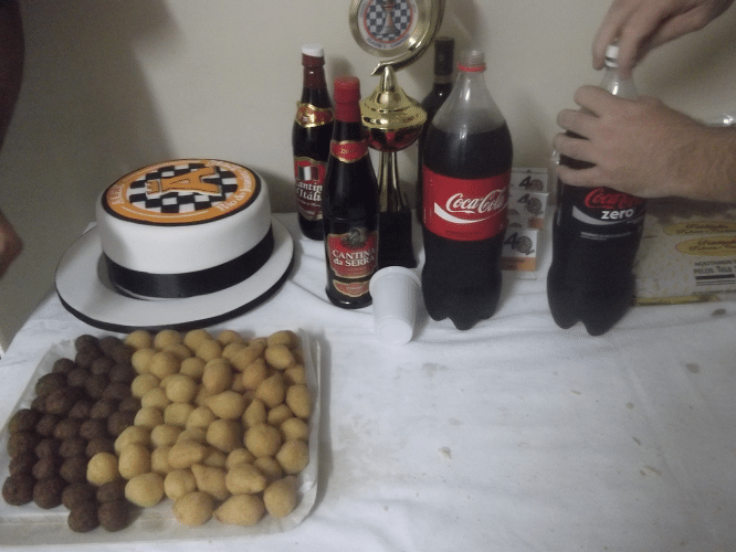 O bolo, os salgadinhos, os vinhos e as coca colas. Tudo pronto para o Torneio do Bolo! de 2014!