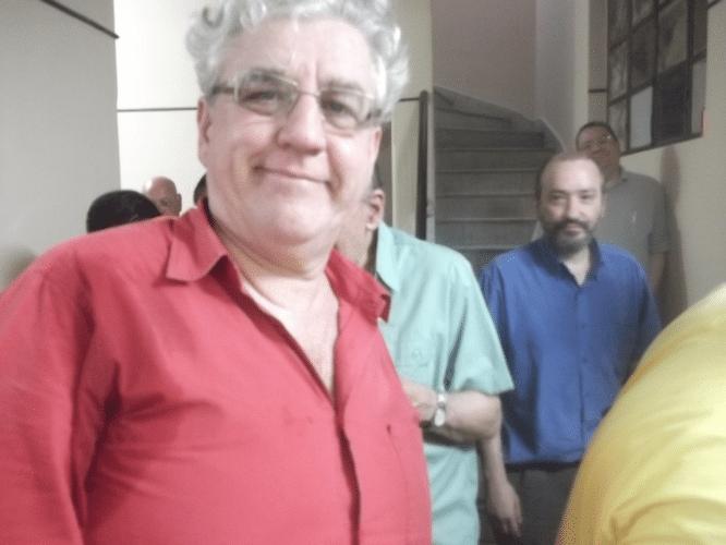 Álvaro Frota é árbitro encrenqueiro, mestre de cerimônia e colunista social nas horas vagas.