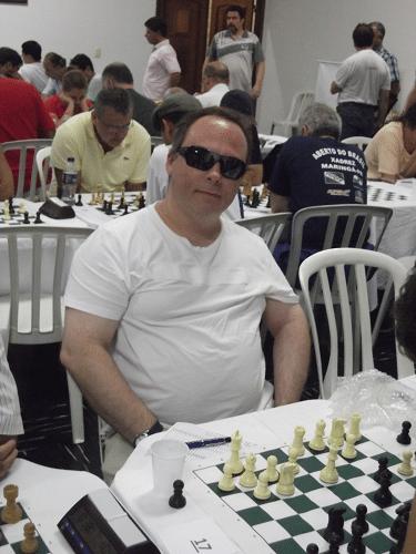Carlos Evanir e seu super-óculos escuros