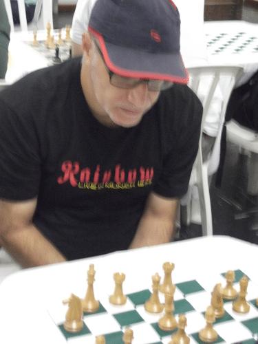 José Carlos Mesquita é outro alexano que desafia a proibição da FIDE em relação à utilização de bonés em seus torneios!