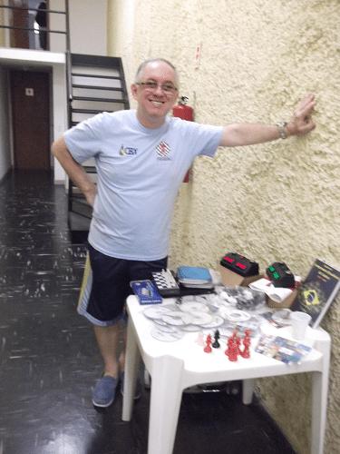 Vovô Paulo Cabral conseguiu ficar um tempo longe de suas lindas netinhas gêmeas para visitar o torneio!