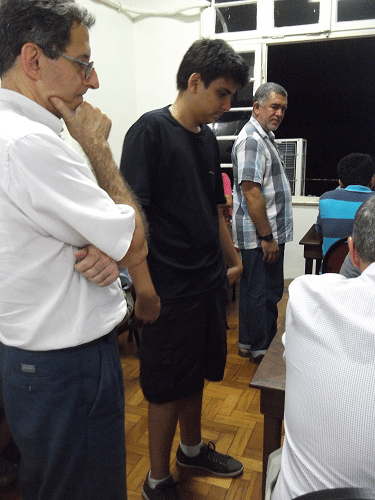 Antônio Elias, Eduardo Galvão e Roberto de Almeida observando as partidas