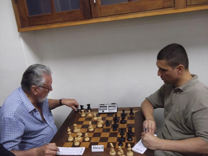 Fortunato de Medeiros Garcia enfrenta Almir Souza de Almeida