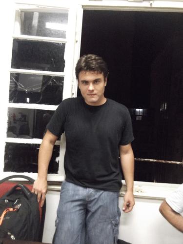 """Hélio Trinas Neto é filho do saudoso Hélio Trinas Filho, forte enxadrista de décadas passadas. Iniciando nos tabuleiros, está Classe """"C"""" ainda sem rating."""