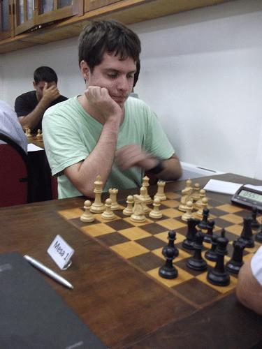 """Leo Ramos Simões, da ALEX, é o primeiro rateado do torneio, classe """"B"""" com 1896"""