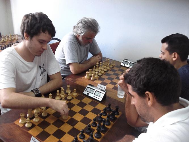 Terceira rodada - Leo Ramos Simões ganhou de Daniel Faria e Luiz Alberto da Lua ficou puto da vida mas não teve jeito: perdeu para Oscar Rueda