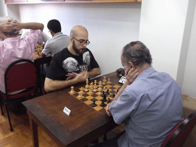 Quarta rodada - Juarez Lima venceu Renato Werner de negras e interrogou sua campanha rumo ao primeiro lugar.